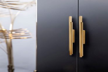 20 Luxury Handles to Upscale Your Cabinets